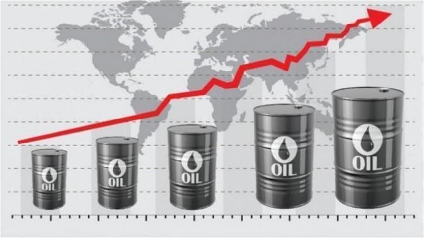 صعود أسعار النفط بدعم خفض الإنتاج وزيادة التوترات