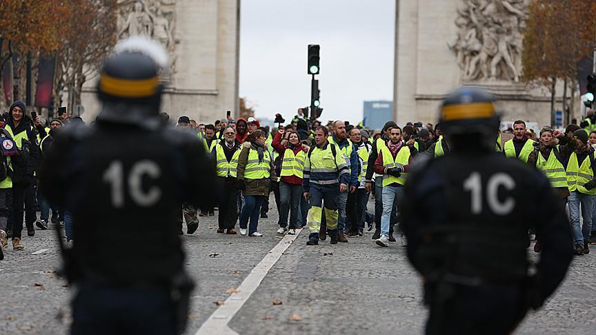 البرلمان الفرنسي يقر قانونا لمعاقبة