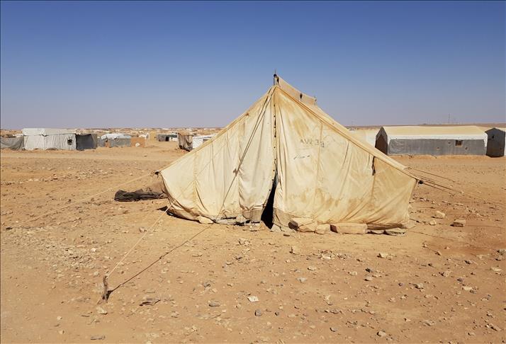 لمعاناة أبنائها من الجوع.. نازحة سورية تحرق نفسها بمخيم