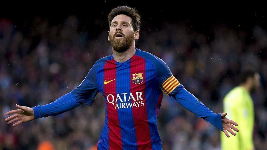 ميسي يقود برشلونة لعبور بلد الوليد والحفاظ على قمة