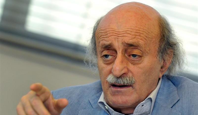 جنبلاط يحذّر من ثورة اجتماعية: الأسد لا يستطيع أن يبقى...
