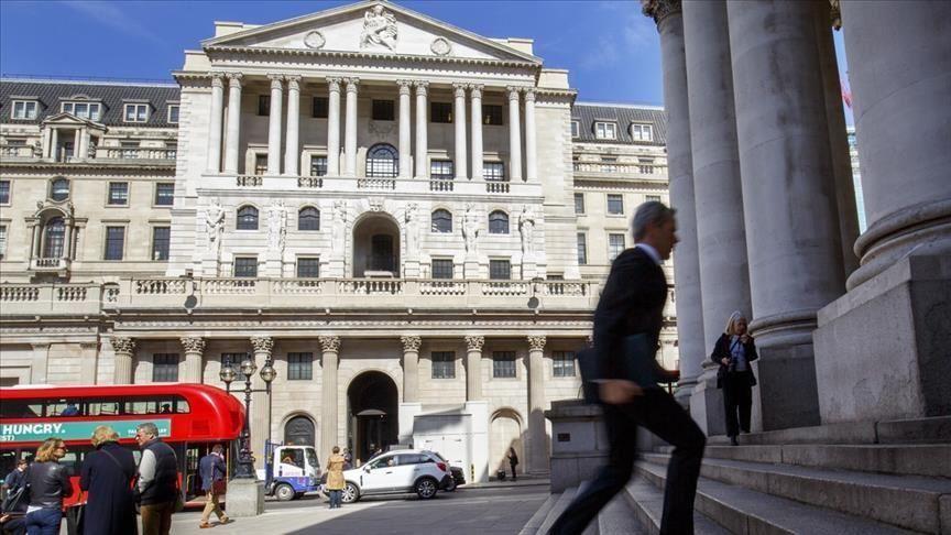 بنك انجلترا المركزي يبقي أسعار الفائدة ويخفض توقعات النمو