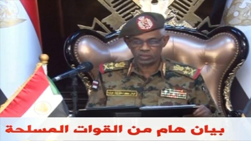 وزير الدفاع السوداني: عزل البشير وفترة انتقالية لعامين