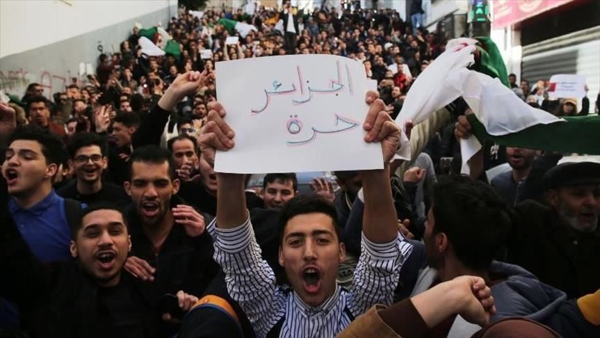 الجزائر: تقديم عطلة الجامعات واتهامات بـ
