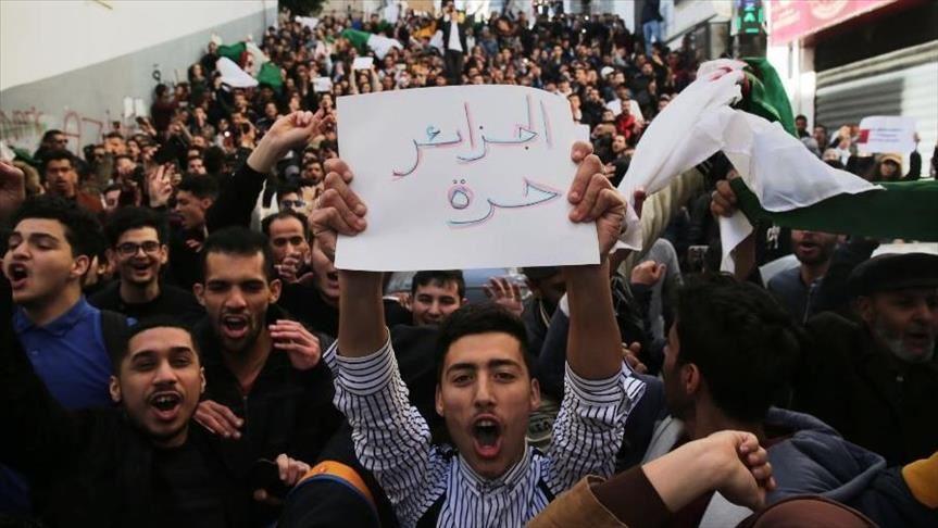 الجيش الجزائري يجدد