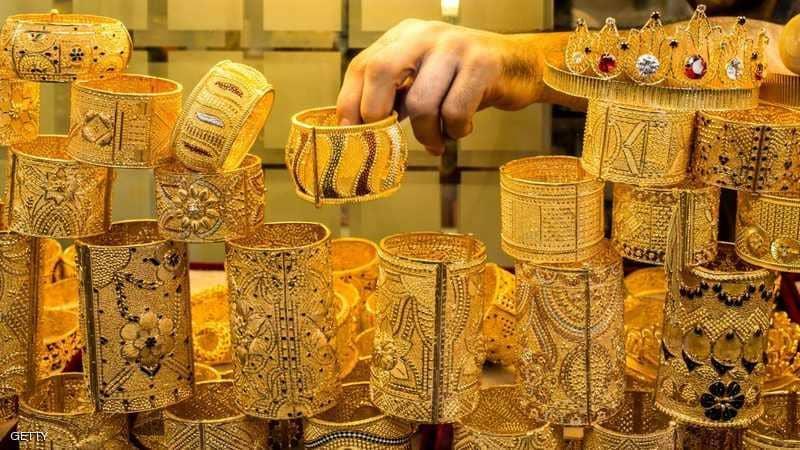 عقود الذهب تتراجع 1 بالمئة مع استبعاد الولايات المتحدة ردا عسكريا ضد إيران